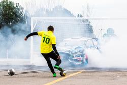 Ken Block e Neymar Jr. em Footkhana