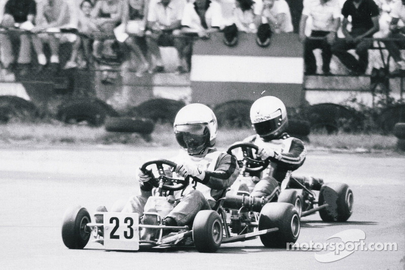 Terry Fullerton aventaja a Ayrton Senna