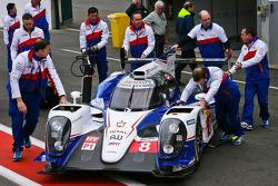 #8 丰田车队 丰田 TS040-Hybrid: 安东尼·戴维森, 尼古拉·拉皮埃尔, 塞巴斯蒂安·布耶米