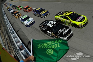 Start: Brian Scott and Paul Menard lead