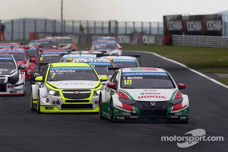 Tiago Monteiro, Honda Civic WTCC, Castrol Honda WTCC Team e Hugo Valente, Chevrolet Cruze RML TC1, Campos Racing