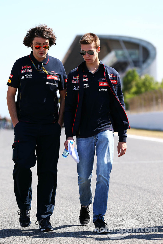 Daniil Kvyat, Scuderia Toro Rosso walks the circuit with Marco Matassa, Scuderia Toro Rosso Race Eng