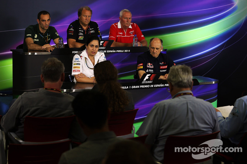 La Conferencia de Prensa FIA: Cyril Abiteboul, Caterham F1 Team Principal; Robin Frijns, Test Caterh