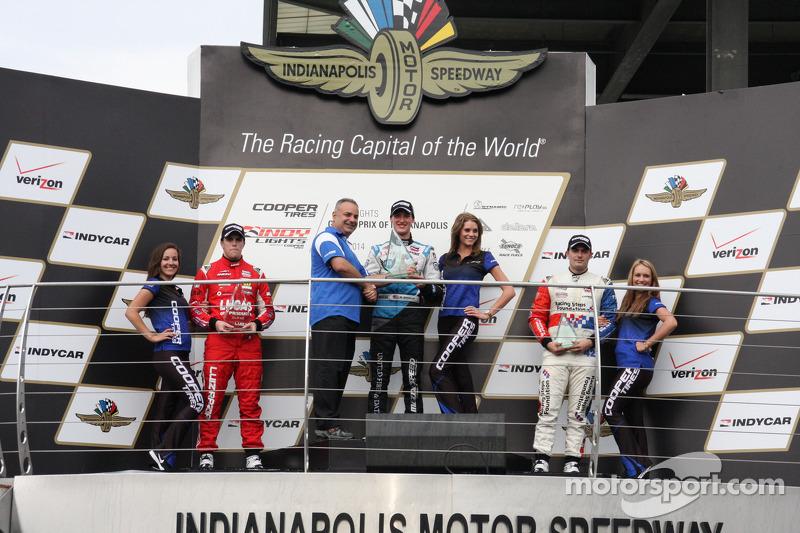 Podio: ganador de la carrera de Matthew Brabham, el segundo lugar Luiz Razia, el tercer lugar Jack Harvey