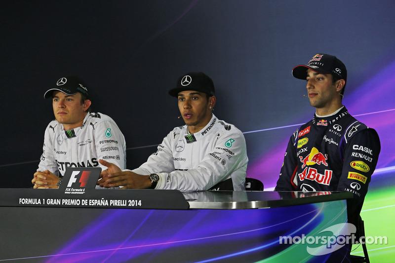 Los tres primeros calificados en la Conferencia de prensa de la FIA: Nico Rosberg, de Mercedes AMG F1, segundo; Lewis Hamilton, de Mercedes AMG F1, la pole position; Daniel Ricciardo, de Red Bull Racing, tercero