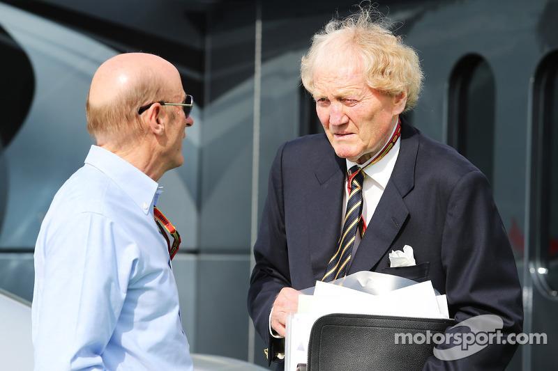 (De izquierda a derecha): Donald McKenzie, CVC Capital con Ron Walker, presidente de la Corporación de Australia GP