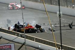 Sebastian Saavedra, KV Racing Technology Chevrolet, colpito da Mikhail Aleshin, Schmidt Peterson Hamilton Motorsports Honda, dopo aver stallato al via