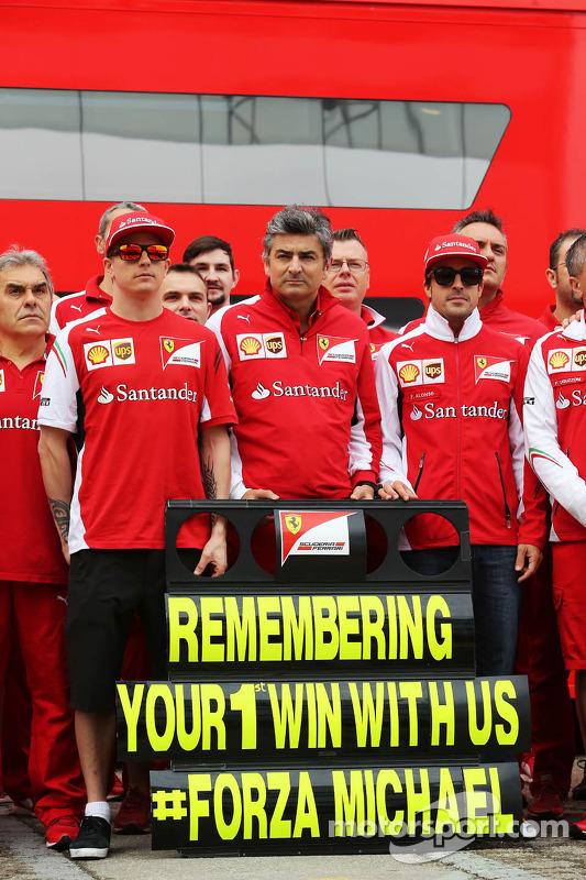 (Esquerda para direita): Kimi Raikkonen, Ferrari, Marco Mattiacci, chefe de equipe da Ferrari, Ferna