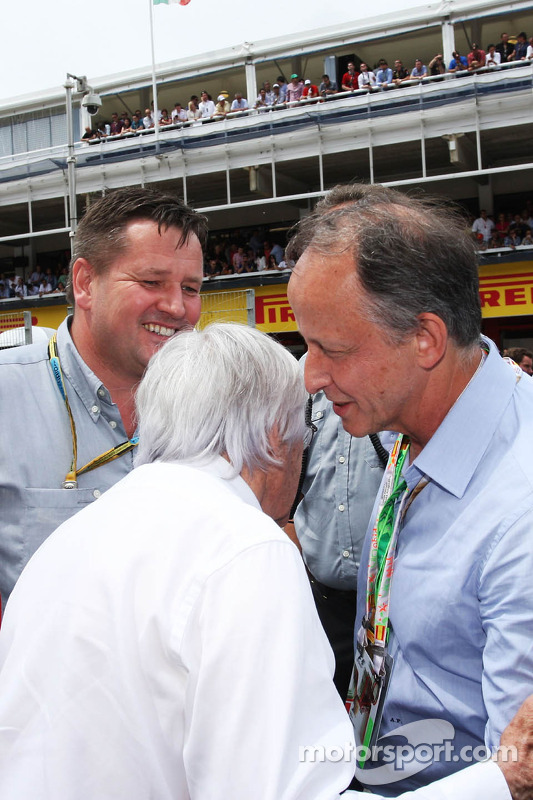 (L to R): Bernie Ecclestone, with Paul Hembery, Pirelli Motorsport Director and Alberto Pirelli, Pirelli Deputy Chairman, on the grid
