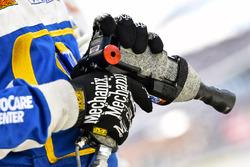 Chase Elliott, Hendrick Motorsports, Chevrolet Camaro NAPA Auto Parts pit gun