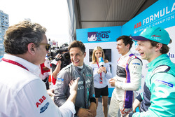 Alejandro Agag, CEO de Formula E, habla con Mitch Evans, Jaguar Racing, Alex Lynn, DS Virgin Racing, Oliver Turvey, NIO Formula E Team