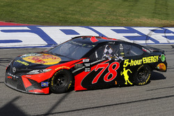 Победитель гонки Мартин Труэкс-мл., Furniture Row Racing Toyota Camry