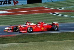 Heinz-Harald Frentzen, Williams Mecachrome FW20; Eddie Irvine, Ferrari F300