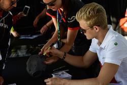 Marcus Ericsson, Sauber at the autograph session
