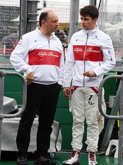 Руководитель Alfa Romeo Sauber Фредерик Вассёр и пилот команды Шарль Леклер