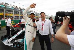 Lewis Hamilton, Mercedes AMG F1, celebrates taking pole position alongside Will Buxton on the pit straight
