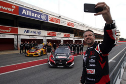 Tiago Monteiro, Boutsen Ginion Racing Honda Civic Type R TCR with the team
