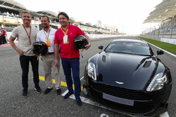 David Coulthard ve Peter Phillips ve James Martin, Aston Martin Vanquish S