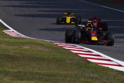 Max Verstappen, Red Bull Racing RB14 Tag Heuer, Sebastian Vettel, Ferrari SF71H, and Nico Hulkenberg, Renault Sport F1 Team R.S. 18