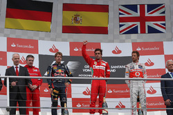 Podium: Pat Fry, Ferrari, Sebastian Vettel, Red Bull Racing, Fernando Alonso, Ferrari and Jenson Button, McLaren celebrate on the podium