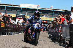 Alex Lowes, Pata Yamaha rides into parc ferme after taking pole position
