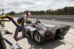 Will Power, Team Penske Chevrolet, pit stop, rientra in pit lane dopo le riparazioni per l'incidente di ieri