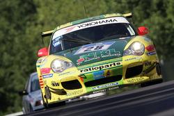 #28 Manthey Racing Porsche 996 GT3-MR: Lucas Luhr, Timo Bernhard, Mike Rockenfeller, Marcel Tiemann