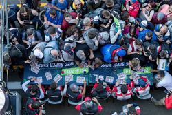 Гонщики Rebellion Racing Андре Лоттерер, Нил Джани, Бруно Сенна, Матиас Беш, Густаво Менесес и Тома Лоран