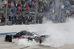 Il vincitore della gara Kevin Harvick, Stewart-Haas Racing, Ford