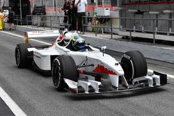 Барбара Пэлвин и пилот F1 Experiences Жолт Баумгартнер
