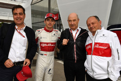 Charles Leclerc, Sauber celebrates tenth place with Frederic Vasseur, Sauber, Team Principal and Peter Sauber (SUI)