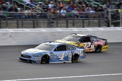 Kevin Harvick, Stewart-Haas Racing, Ford Fusion Busch Light and Matt DiBenedetto, Go FAS Racing, Ford Fusion Can-Am/Wholey