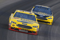 Michael McDowell, Front Row Motorsports, Ford Fusion Love's Travel Stops and Brad Keselowski, Team Penske, Ford Fusion Alliance Truck Parts