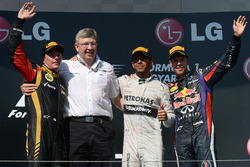 Podium: second place Kimi Raikkonen, Lotus F1 Team, Ross Brawn, Mercedes AMG F1 Team Principal, race winner Lewis Hamilton, Mercedes AMG F1, third place Sebastian Vettel, Red Bull Racing