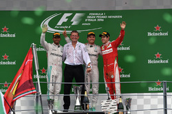 Podium:  Nico Rosberg, Mercedes AMG F1, second place Lewis Hamilton, Mercedes AMG F1, Simon Cole, Mercedes AMG F1 Chief Track Engineer, third place Sebastian Vettel, Ferrari