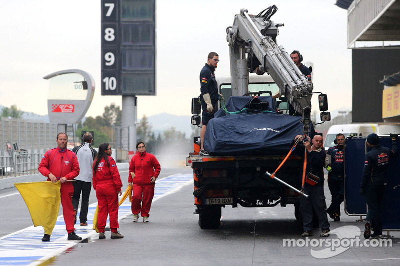 Jean-Eric Vergne, Scuderia Toro Rosso si ferma in pista