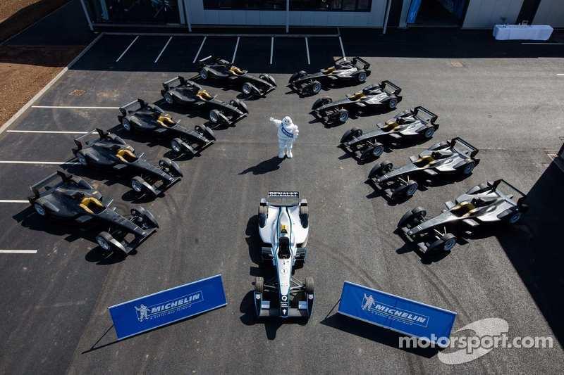 The 11 Spark-Renault STR_01E cars