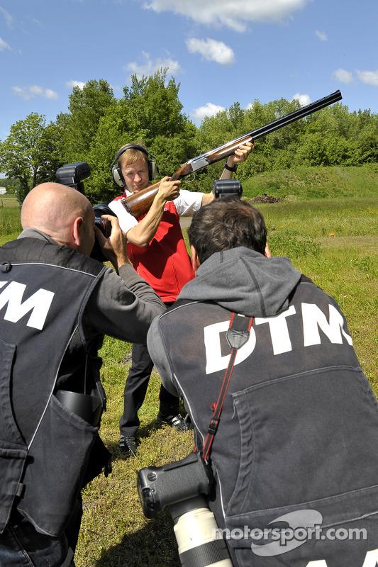 Skeet Shooting com Mattias Ekstrom, Audi Sport Team Abt Sportsline, Audi RS 5 DTM, posando