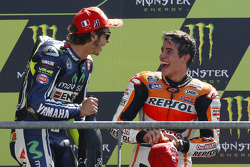 Podium: Sieger Marc Marquez, Repsol Honda Team, 2. Valentino Rossi, Yamaha Factory Racing