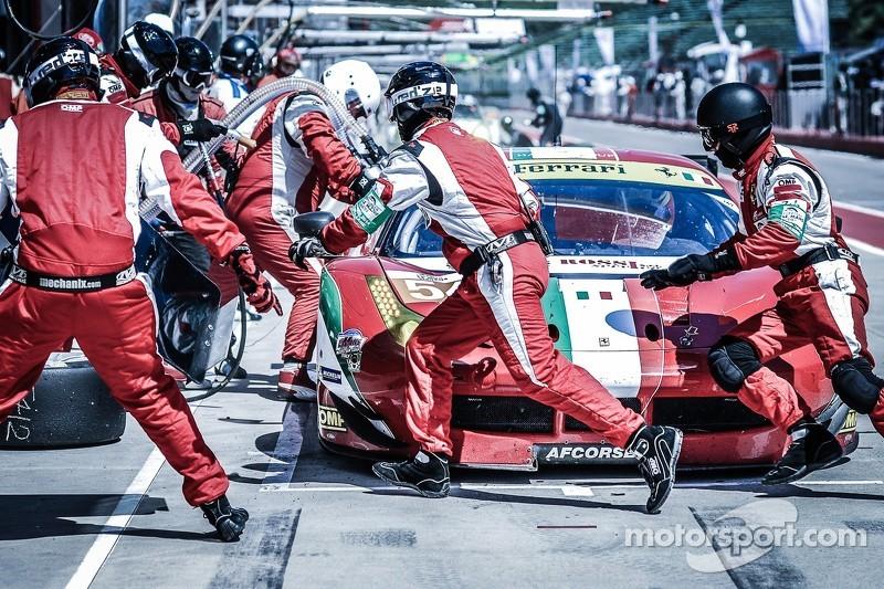 #54 AF Corse 法拉利 F458: 皮耶尔朱塞佩·佩拉齐尼, 马尔科·乔奇, 迈克尔·莱昂斯