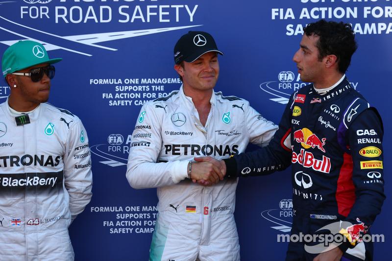 Ganador de la pole position Nico Rosberg, Mercedes AMG F1, segundo puesto Lewis Hamilton, Mercedes