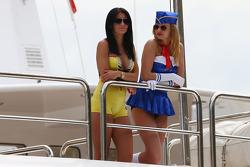 游艇上的女人