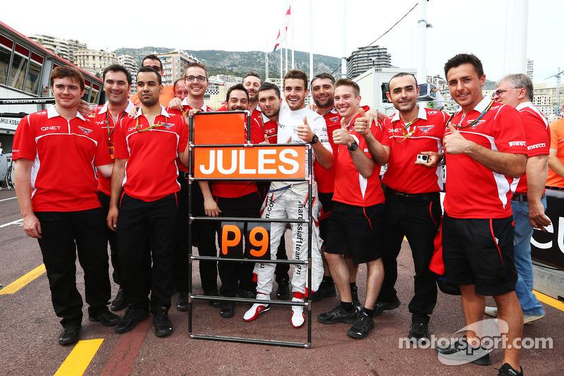 Jules Bianchi, Marussia F1 Team celebra sus primeros puntos y los del equipo en F1