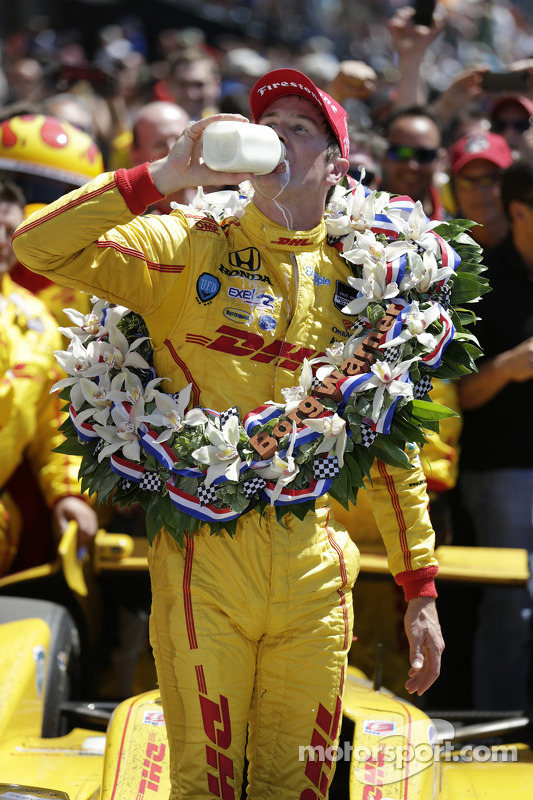 Ryan Hunter-Reay celebra