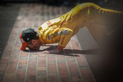 Ryan Hunter-Reay celebrates