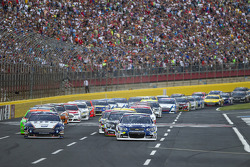 Start: Jimmie Johnson, Hendrick Motorsports Chevrolet leads