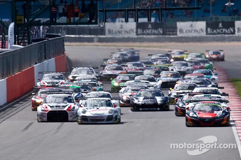 #98 ART Grand Prix McLaren MP4-12C: Gregoire Demoustier, Alexandre Prémat, Alvaro Parente leads from