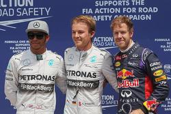 Lewis Hamilton Mercedes AMG F1 segundo; Ganador de la pole position Nico Rosberg, Mercedes AMG F1, y Sebastian Vettel, Red Bull Racing, tercero