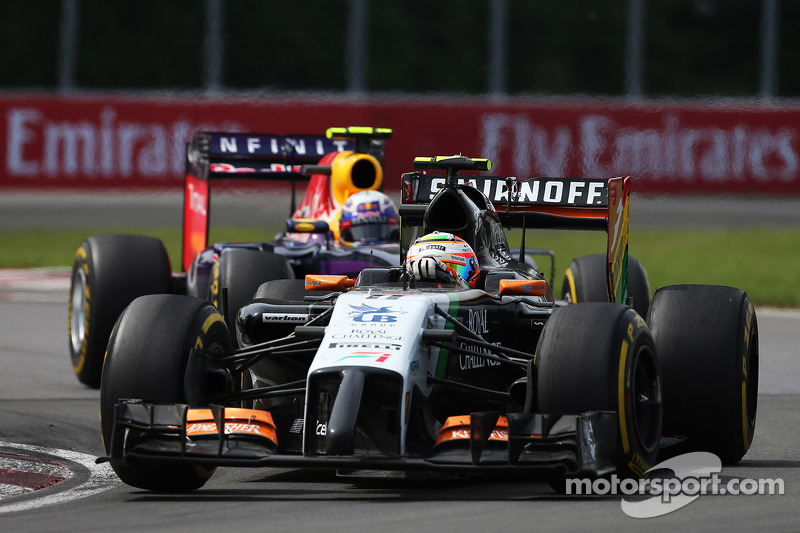Sergio Perez, Sahara Force India F1 VJM07, davanti a Daniel Ricciardo, Red Bull Racing RB10