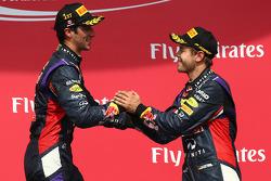 1. sıra Daniel Ricciardo, Red Bull Racing ve 3. sıra Sebastian Vettel, Red Bull Racing